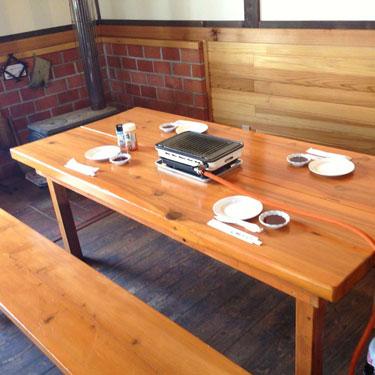 大きなテーブルにガスロースター