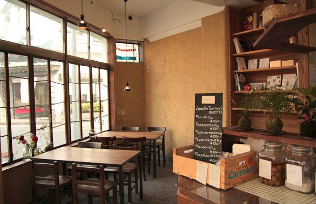 1階のカフェスペース「フラットキッチン」