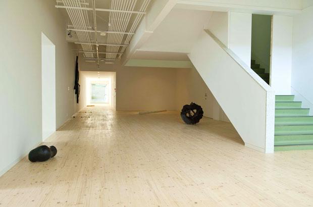 館内には、五十嵐さんの作品がゆったりと展示されている