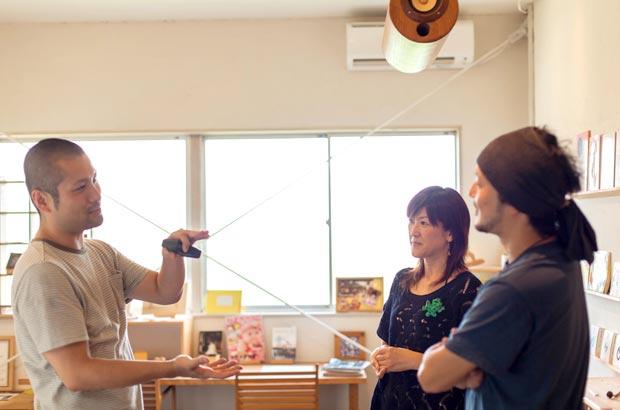 飛鳥工房店内にて、廣松美香さんと談笑