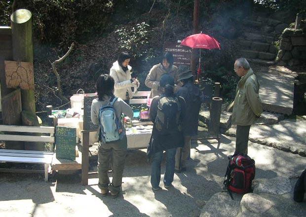 大谷茶屋の軒先で営業していた時代の「六甲山カフェ」