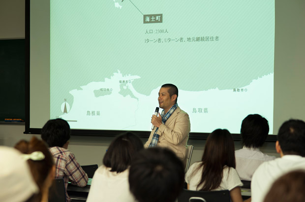 海士町の住民参加型プロジェクトについて話す山崎さん