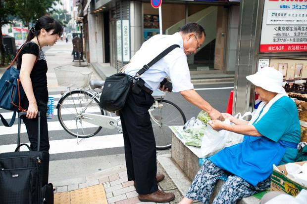 「計算してっからぼけねえよー」会計も手際よくこなす石山文子さん