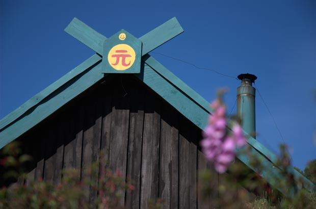 屋根の一番上にはニコちゃんマーク