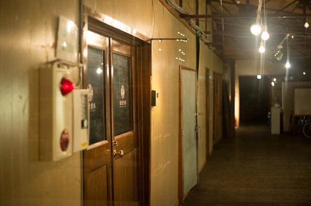 「KANEMATSU」の廊下