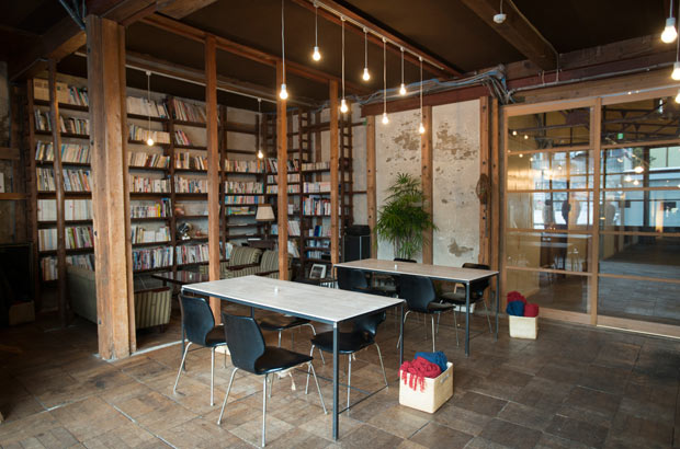 「KANEMATSU」1階の「カフェ・ラバーソウル」