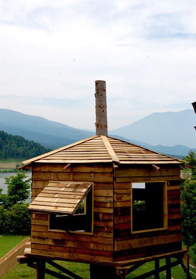 飯綱のキャンプ場のなかに宮本さんたちがはじめてつくったツリーハウス