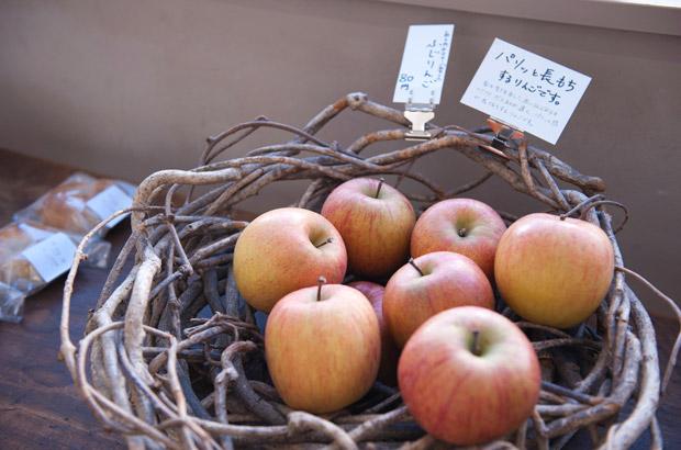 廊下で販売される地元の果物
