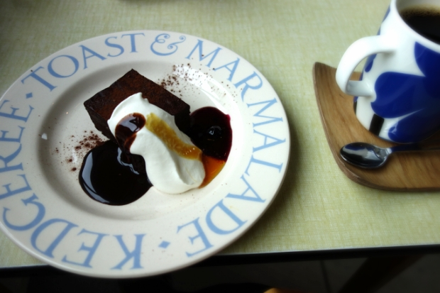 今日のおやつ:仙台の美術館カフェより絵画のような「ショコラ・デ・モーツアルト」|「colocal コロカル」ローカルを学ぶ・暮らす・旅する