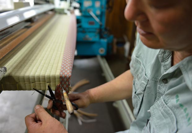 畳の仕上げ作業