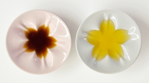 醤油を入れるとぱっと桜が浮かぶ!九谷焼の「hiracleさくら小皿」が素敵
