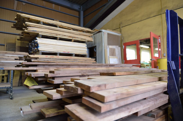 製材所から購入してきた木材