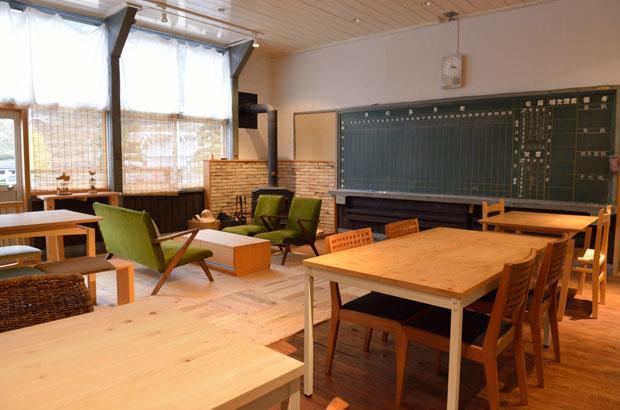 森の学校のカフェ