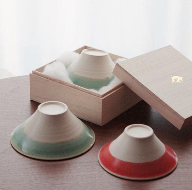 静岡うまれ、綿の雲につつまれた 富士山見立ての夫婦茶碗 「FUJIWAN」