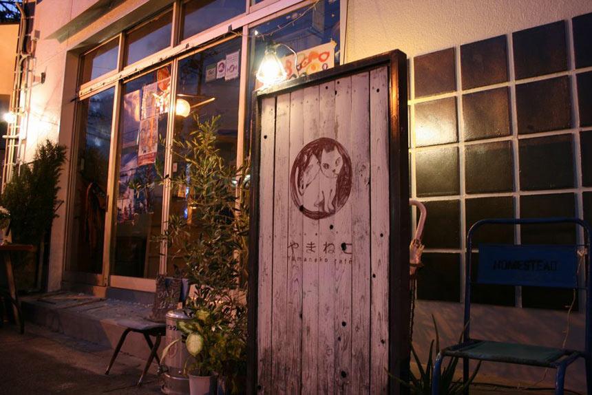尾道「やまねこカフェ」はヘルシーメニューが大人気。夜までくつろげる!|「colocal コロカル」ローカルを学ぶ・暮らす・旅する