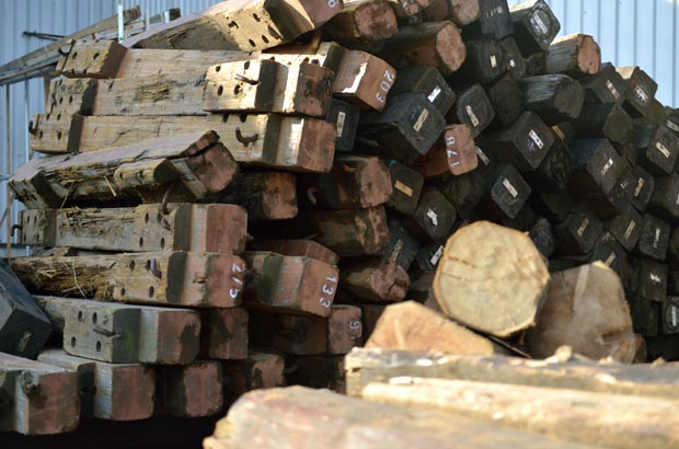 集まってきた木材