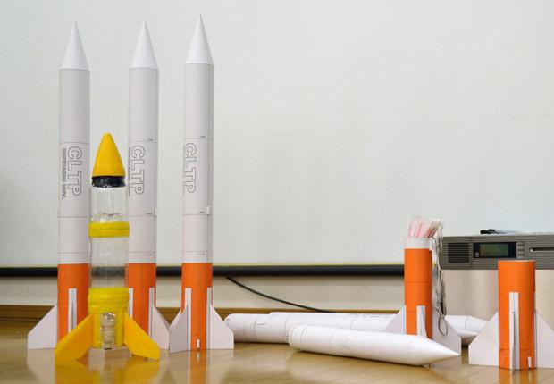 紙でできたロケット