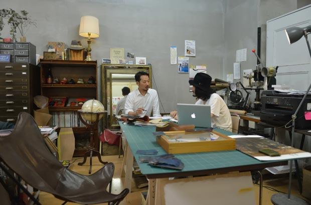 皮の染織の商品企画なども手がける高澤広明さんのアトリエ