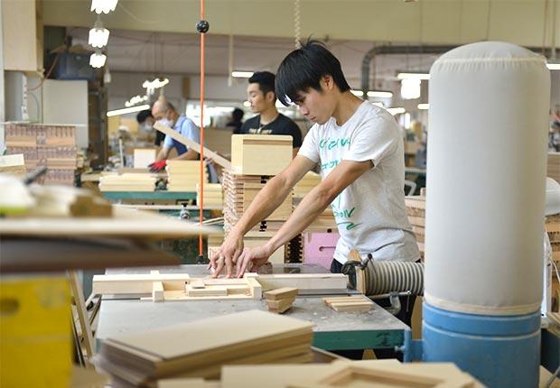 木工職人として働く永富さん