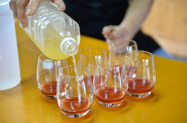 あまおうイチゴの酵素のジュースに平家の落人が守り伝えた香酢を加えた