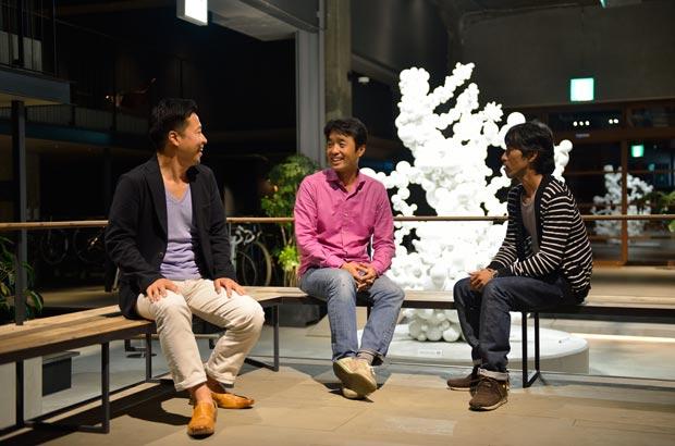 取締役の石井宏治さん、代表取締役の出原昌直さん、デザイン&コミュニケーション部担当部長の井上善文さん