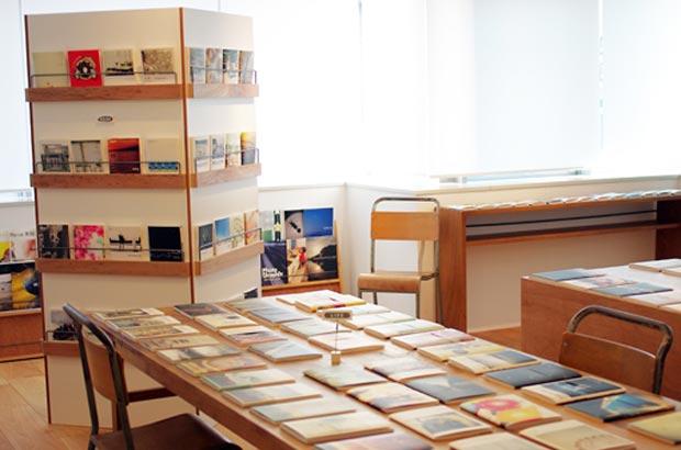 コンテンツワークスの本社のライブラリー