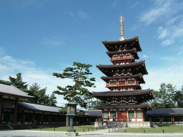 「奈良 うまし冬めぐり」。普段は入れないお寺の中もご案内。奈良の冬を楽しむスペシャルツアー|「colocal コロカル」ローカルを学ぶ・暮らす・旅する