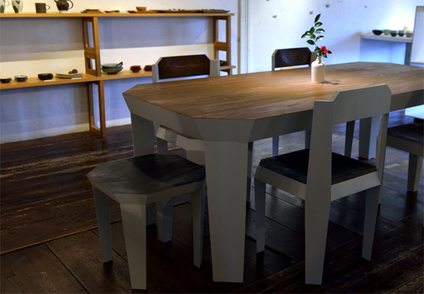 テーブルとイスのダイニングセット