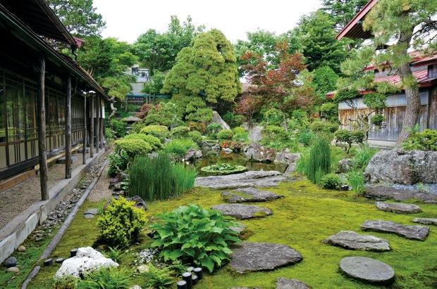 津軽地方だけで400箇所! 独自の進化を遂げた、 無骨で個性的な庭園流派 「大石武学流」