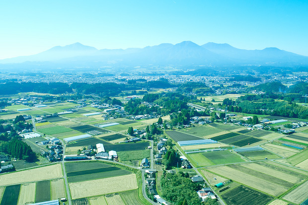 広大な山が広がる小林市の風景