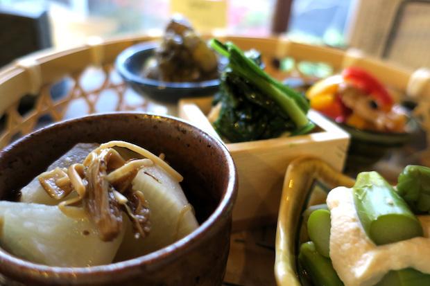 料理は五島列島から直送された鮮魚のおつくりなどなども