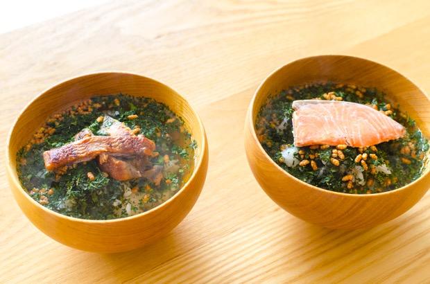 柔らかい茶葉をまるごと食べるお茶漬け。左は鰻、右は定番の鮭