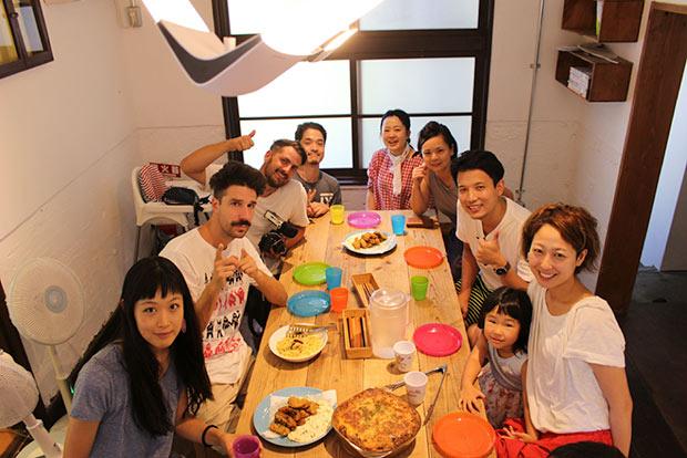 豊島〈mamma〉での食事の様子