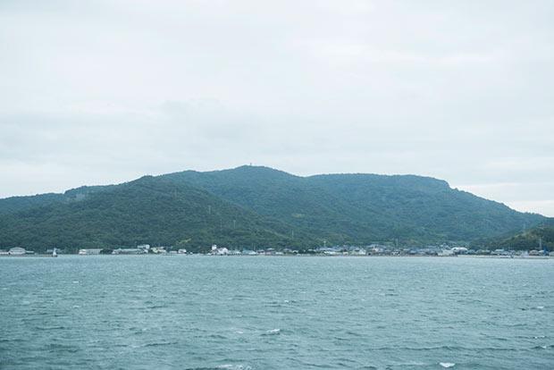 豊島へ向かうフェリーからの写真