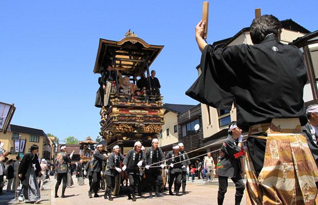 ユネスコ無形文化遺産の城端曳山祭。