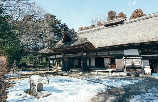益子焼の聖地〈濱田庄司記念益子参考館〉。
