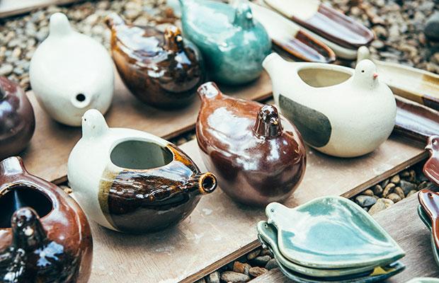 一部、濱田窯オリジナルの釉薬を使った作品。一気に民芸の風合いをまとう。