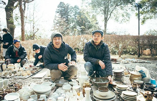 益子焼作家の近藤康弘さん(左)と榎田智さん(右)。
