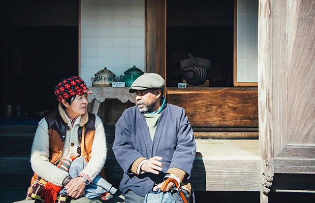 各地を巡り手仕事の日用品を独自の視点で提案するfennicaの北村恵子さん(左)とテリー・エリスさん(右)。