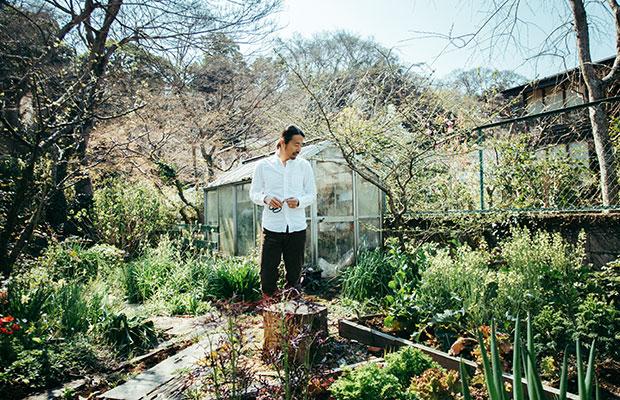 植物に囲まれた松島さんの自宅のガーデン。耳を澄ますと、そばを流れる川のせせらぎも聞こえてくる。