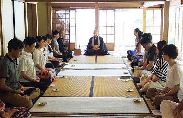 日本における禅の中心地・鎌倉で行われたマインドフルネス国際フォーラム〈Zen2.0〉。禅宗の老師やマインドフルネスの指導者に加え、ITや教育、経営、アート、音楽、スポーツなどさまざまなバックグラウンドを持つ面々が登壇した。(写真提供:松島倫明)