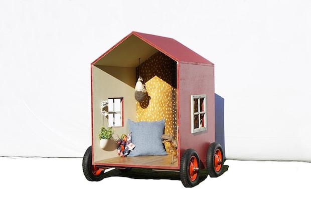 持ち運べる小屋「1畳ハウス」。海でも山でも、家の中でも楽しめる小さな小屋です。