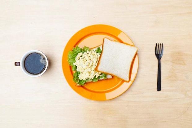 """渋谷の""""なつかしいサンドイッチスタンド""""〈コーヒーとサンドイッチ ampere〉。自家製サンドイッチとバリスタの淹れるコーヒーが手軽に楽しめるコーヒースタンド。"""