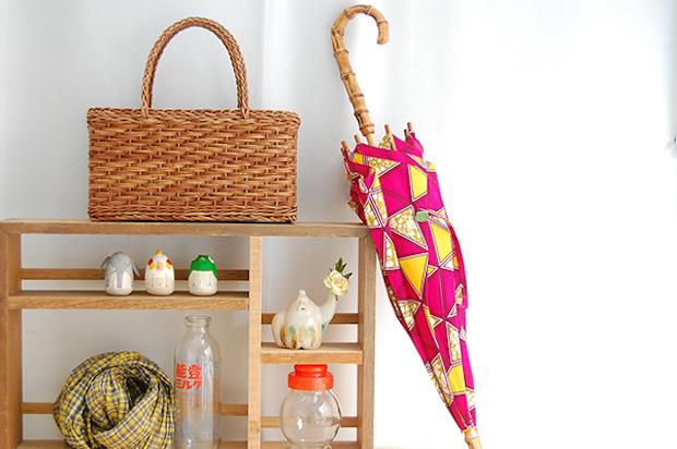 目にも鮮やかなアフリカンバティックを使った傘