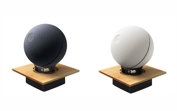左から南部鉄器モデルと有田焼モデル。販売価格:73,800円(税抜)