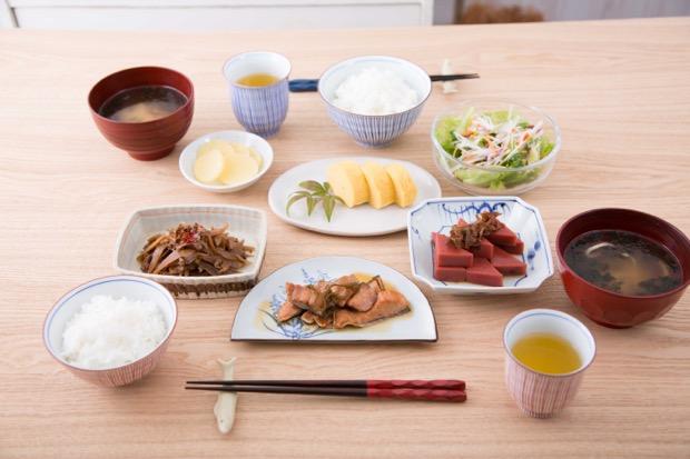 お惣菜シリーズ〈近江 朝おかず〉での食卓