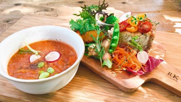 季節の高原野菜とプチトマトの自家製ヴィーガンキッシュ
