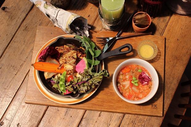 ローズマリー風味のジャガイモのガレットと焼き野菜