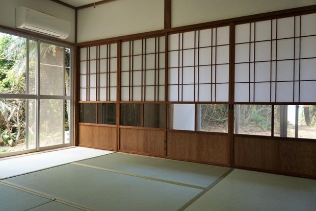伝泊・徳之島「海亀ビーチの宿」の客室。畳敷き