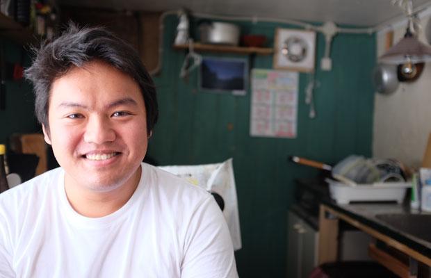 トシくんのお母さんはフィリピン人、お父さんは日本人。大学までマニラで育ち、道内で農業の研修をした後、毛陽地区に土地を見つけて移住。